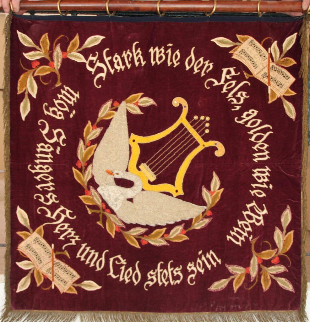 Rückseite der zweiten Vereinsfahne von 1922 mit Harfe